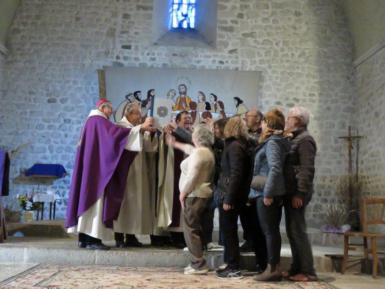 Messe de clôture à La Motte Chalancon, avec la remise de l'Évangéliaire par notre Évêque (17/03)