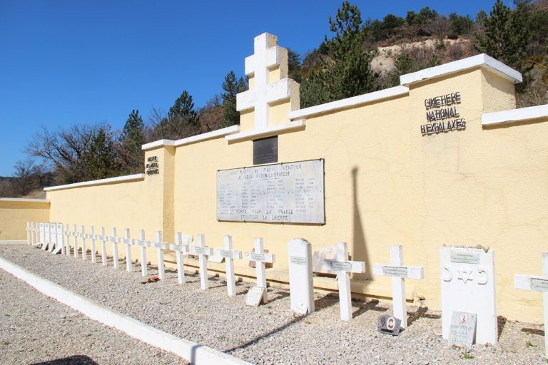 mémorial des fusillés à Eygalayes